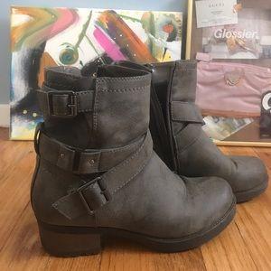 Vintage-looking Ankle Booties